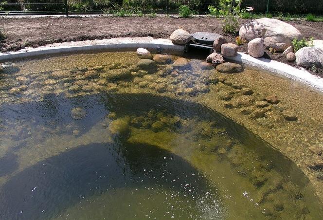 Боковая подача воздуха в искусственный водоем